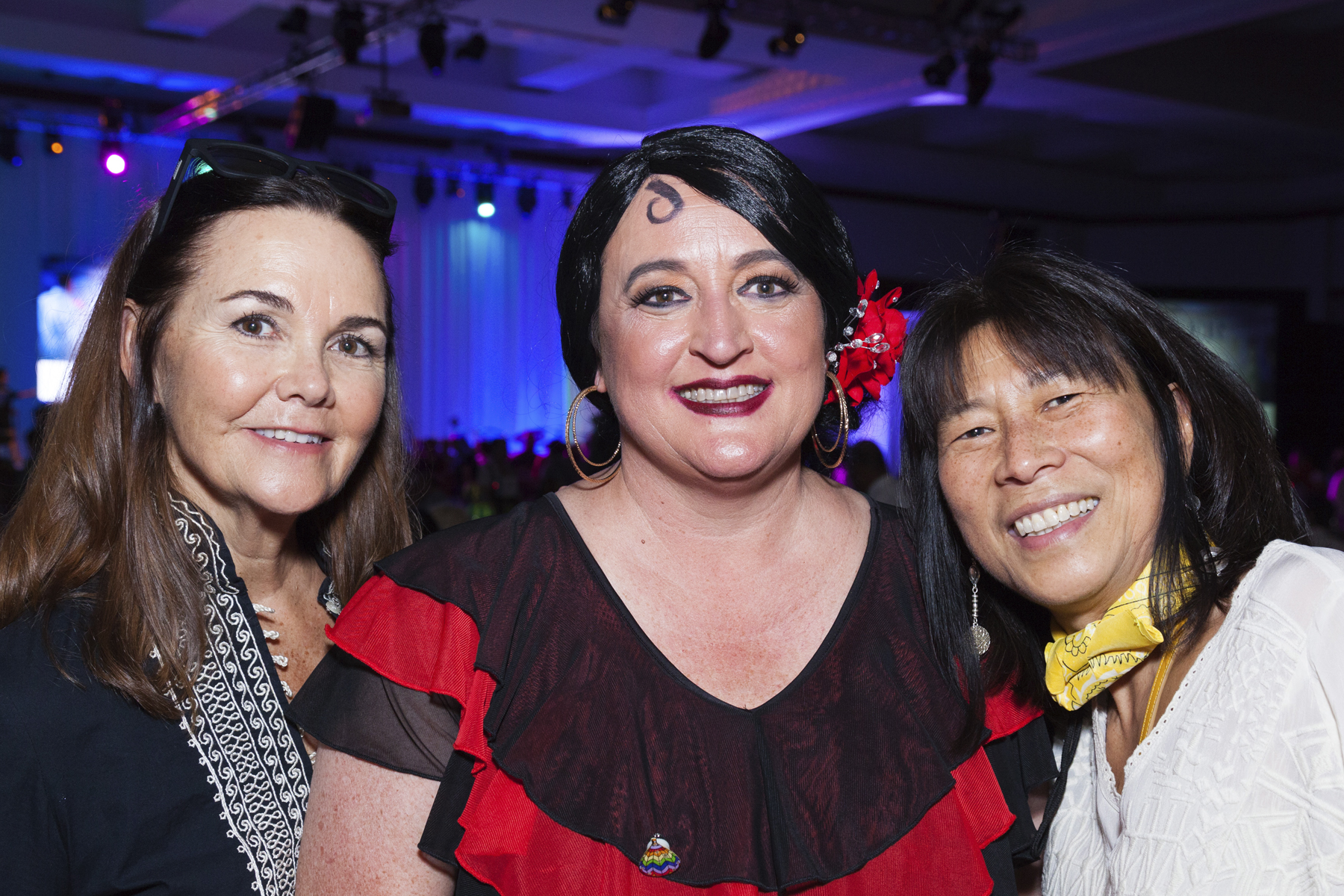 2016 AN EVENING AROUND THE WORLD: (L to R) Linda Lockwood, Event Co-Chair Beth Whitehead, and Aloha United Way President & CEO Cindy Adams