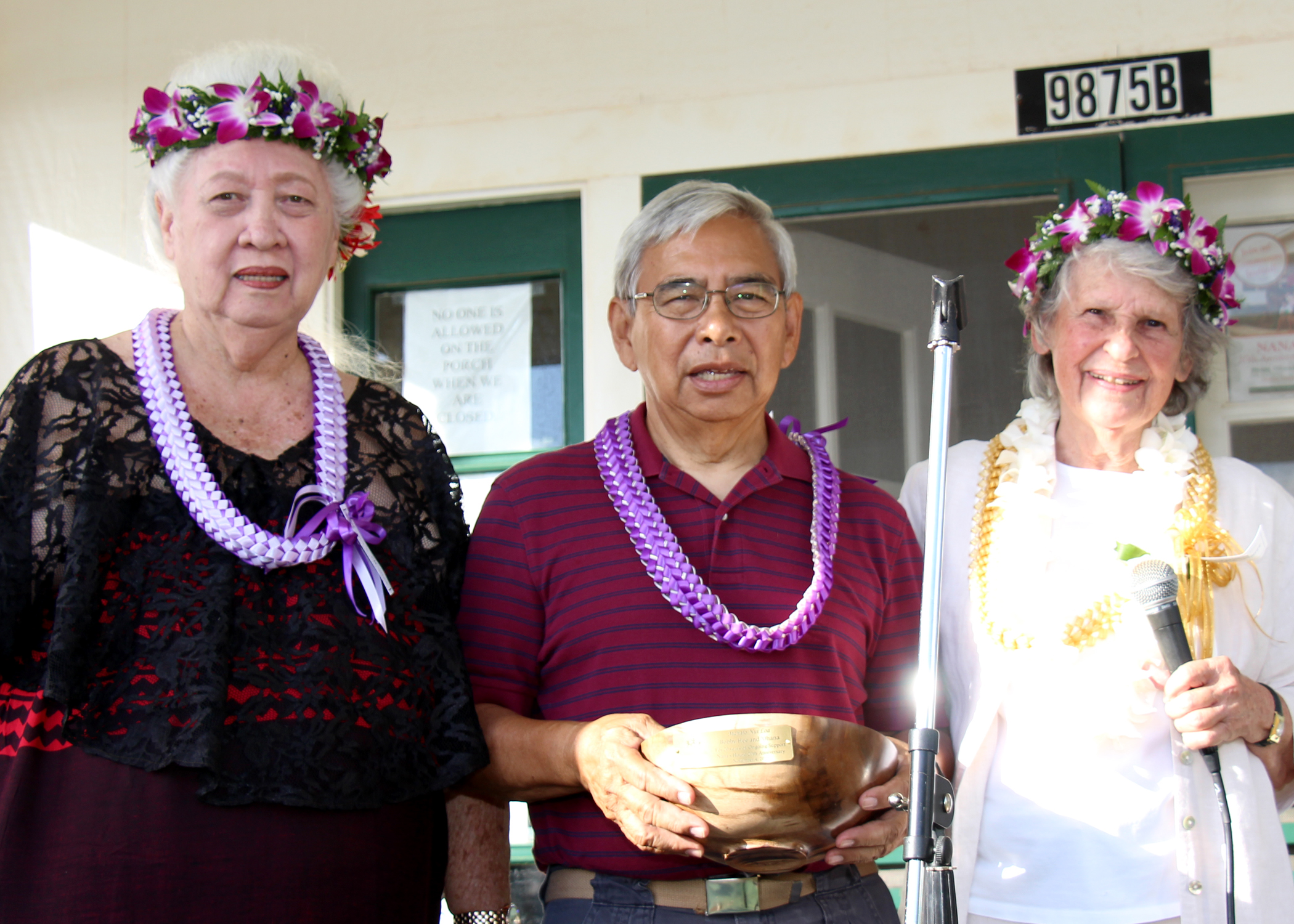 Mahalo Bobby Hee & Family! Nana's House Co-Founders Hana Montgomery (left) & Nancy Golden (right) present land owner Bobby Hee with a Koa bowl honoring him & his ohana for allowing the use of their land for this Family Center.
