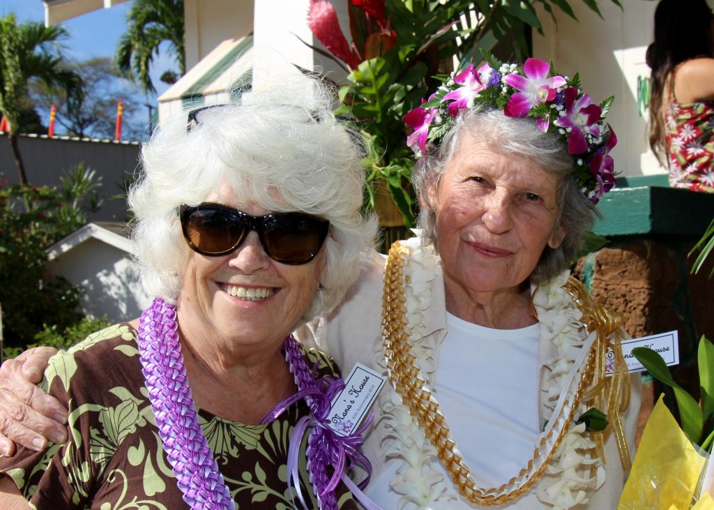 (L to R) Volunteer Joanne Machin & Nana's House Co-Founder Nancy Golden