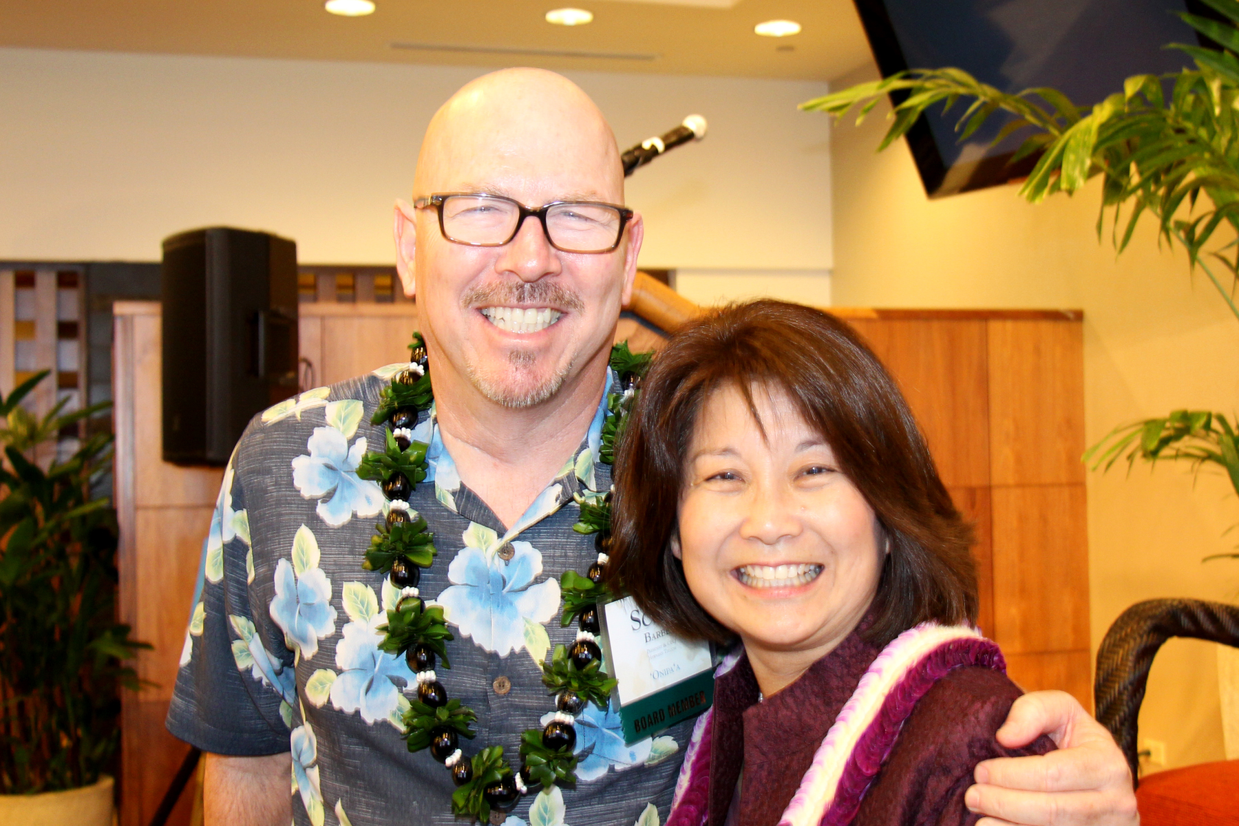 Newest CFS Board Member, Scott Barber (President & CEO, Hawaiian Telcom) with CFS Board Chair Michele Saito (President & CEO, DTRIC Insurance Group)